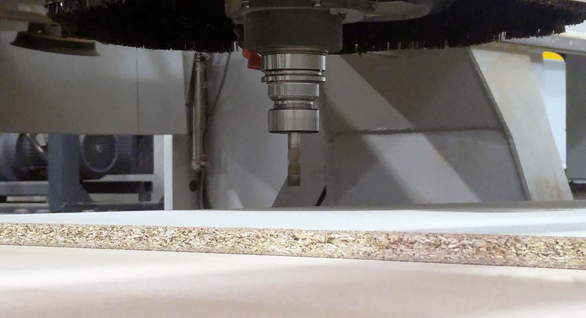 realizzazioni pannelli espositivi e culle per ceramica con pantografo a 5 assi
