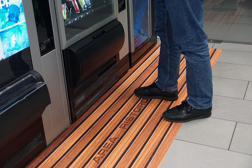 dettaglio tappeto personalizzato calpestabile per sede Cerexpo Sassuolo (MO)